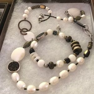 Pearl, bronze and copper necklace and bracelet.